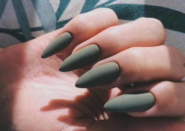 Зеленый матовый маникюр на длинные ногти