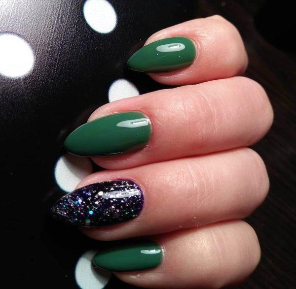 Зеленый осенний маникюр