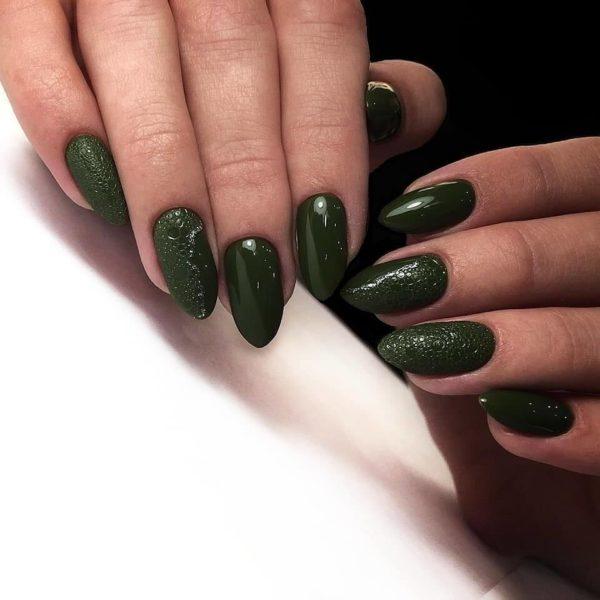 Зеленый пузырьковый маникюр на длинные ногти