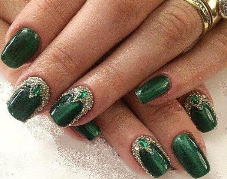 Жидкие камни в зеленом цвете