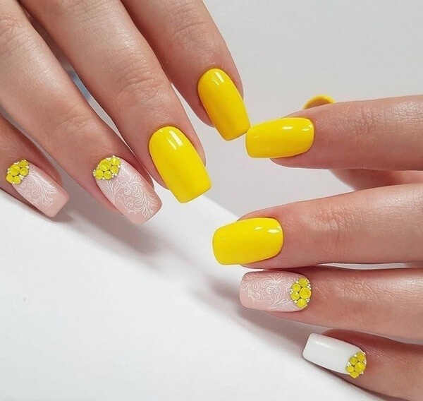 Значение желтого маникюра