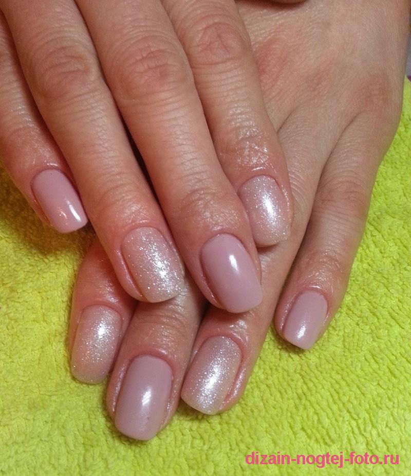 зимний дизайн ногтей бежевого цвета