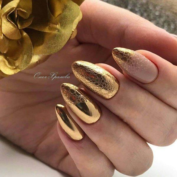 Золотой пузырьковый маникюр на длинные ногти